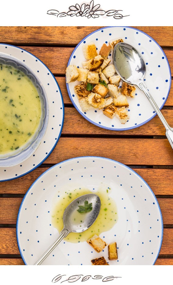 SUPER-EASY ZUCCHINI CREAM SOUP WITH CROUTONS
